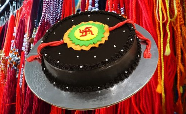 chocolatey swastika rakhi cake 1